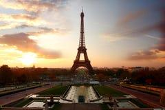 De Toren van Eiffel in avond, Parijs, Frankrijk royalty-vrije stock foto's