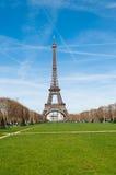 De Toren van Eiffel bij de lente, Parijs Stock Afbeeldingen