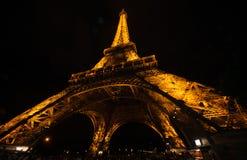 De Toren van Eiffel bij nacht Stock Foto's