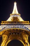 De Toren van Eiffel bij nacht. Parijs, Frankrijk. Stock Afbeeldingen
