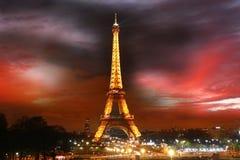 De Toren van Eiffel bij nacht in Parijs, Frankrijk Stock Afbeeldingen