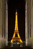 De toren van Eiffel bij nacht. Parijs, Frankrijk. Royalty-vrije Stock Foto's
