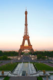 De Toren van Eiffel bij schemer, Parijs, Frankrijk Royalty-vrije Stock Afbeelding