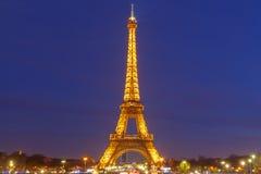 De Toren van Eiffel bij zonsondergang Stock Foto