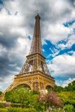 De Toren van Eiffel bij zonsondergang in Parijs, Frankrijk HDR Romantische reisachtergrond Stock Afbeeldingen