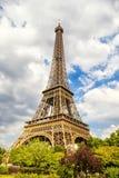 De Toren van Eiffel bij zonsondergang in Parijs, Frankrijk Romantische reisachtergrond Royalty-vrije Stock Foto's