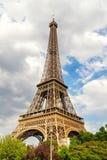 De Toren van Eiffel bij zonsondergang in Parijs, Frankrijk Romantische reisachtergrond Royalty-vrije Stock Afbeeldingen
