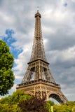 De Toren van Eiffel bij zonsondergang in Parijs, Frankrijk Romantische reisachtergrond Royalty-vrije Stock Afbeelding
