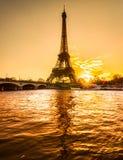 De toren van Eiffel bij zonsopgang, Parijs. Stock Fotografie