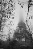 De toren van Eiffel in de mist Royalty-vrije Stock Afbeeldingen