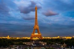 De toren van Eiffel in de zonsondergang Stock Afbeelding