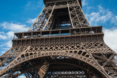 De Toren van Eiffel een bewolkte dag Royalty-vrije Stock Foto's
