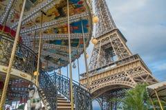 De Toren van Eiffel en de Carrousel, Parijs Stock Afbeeldingen