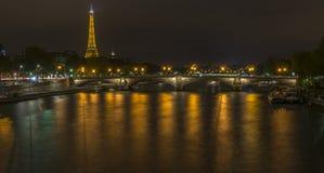 De Toren van Eiffel en Pont des Invalides mening van Pont Alexandre III royalty-vrije stock foto