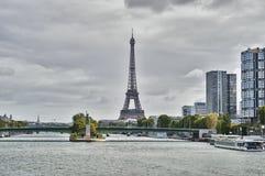 De toren van Eiffel en de rivier van de Zegen Royalty-vrije Stock Foto's