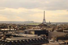 De toren van Eiffel in het Vogelperspectief van Parijs stock foto
