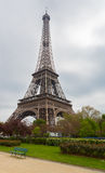 De Toren van Eiffel met Weg Stock Afbeeldingen