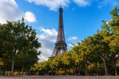De Toren van Eiffel, Natuurlijk Kader stock foto
