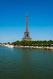De toren van Eiffel op helder Stock Afbeelding