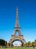 De toren van Eiffel is oriëntatiepunt in Parijs Stock Foto's