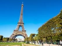 De toren van Eiffel is oriëntatiepunt in Parijs Royalty-vrije Stock Afbeeldingen
