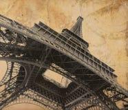 De toren van Eiffel over oude avonturenkaart Royalty-vrije Stock Foto's