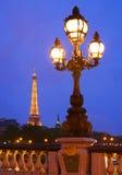 De toren van Eiffel in Parijs bij nacht Stock Foto