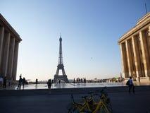 De Toren van Eiffel van Place du Trocadero stock afbeeldingen