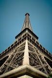 De toren van Eiffel van de grond Stock Afbeeldingen