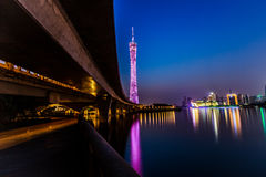 De Toren van Guangzhou bij nacht Stock Afbeeldingen