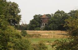 De Toren van het Briggen` s Water bij Hunsdon-Weide, Engeland, het Verenigd Koninkrijk Royalty-vrije Stock Afbeeldingen