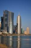De Toren van het Bureau van Doha, door Jean Nouvel, in Doha, Qatar stock afbeeldingen