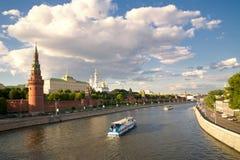 De toren van het Kremlin in Moskou stock afbeeldingen