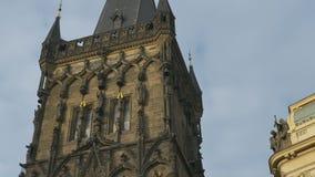 De toren van het poeder in Praag stock footage