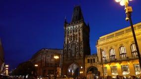 De toren van het poeder in Praag stock videobeelden