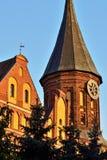 De toren van Koenigsberg-Kathedraal tegen de blauwe hemel Gotisch van de 14de eeuw stock fotografie
