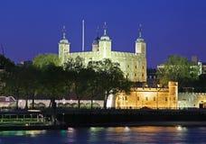 De toren van Londen bij nacht Stock Afbeelding
