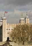De toren van Londen van over de Theems Stock Foto