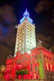 De toren van Miami Freedoom is beroemd die stadsoriëntatiepunt als eigentijds kunstenmuseum wordt gebruikt Stock Foto