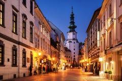 De toren van Micheal in Bratislava, Slowakije bij nacht Royalty-vrije Stock Afbeelding