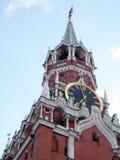De Toren van Moskou het Kremlin Spasskaya met klok 2011 Stock Foto