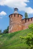 De Toren van Nizhnynovgorod het Kremlin, die meer dan oude vijf honderd jaar is stock afbeelding