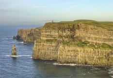 De Toren van O'Brien op Klippen van Moher in Ierland. Stock Foto's