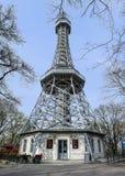 De toren van Petrin in Praag stock foto's