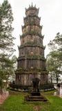 De toren van Phuocduyen in de Pagode van Thien Mu in Tint, Vietnam stock foto's