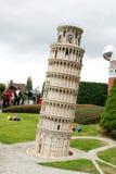 De toren van Pisa in het Minipark van Europa Stock Foto's