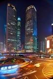 De toren van Shanghai, Lujiazui, de weg van de nachtstad Stock Afbeeldingen