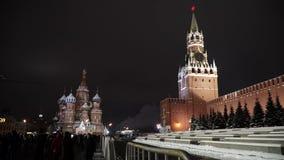 De toren van Spasskaya van het Kremlin, nachtmening Moskou, Rusland stock videobeelden