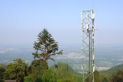 De toren van de telecommunicatie stock afbeeldingen