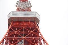 De toren van Tokyo in bewolkte dag Stock Fotografie